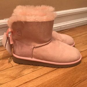Girls pink uggs brand new never worn!🎀